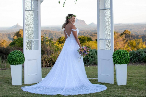 Maleny wedding photography- bride Glasshouse mountains view